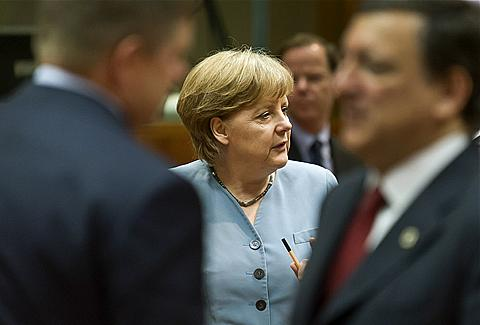 Merkel nenusileidžia spaudimui dalytis skolas