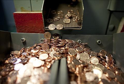 DNB pusmečio pelnas padidėjo 53%